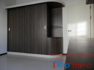 Sliding door wardrobe with corner shelf
